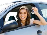 Jongeren die schade claimen via autoverzekering zijn in 2016 de pineut