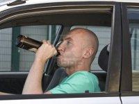 Helft autoverzekeraars verhaalt schade door dronkenschap niet