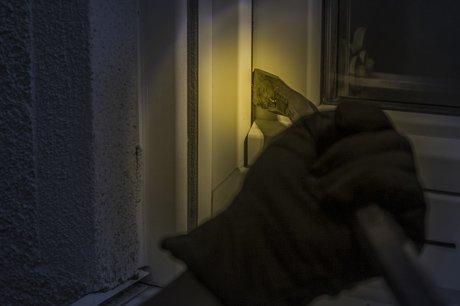 De wintertijd is weer ingegaan! Dagen worden donkerder en zijn dus ideaal voor inbrekers om toe te slaan.
