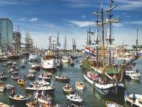 Bootverzekeraar Delta Lloyd redder in nood tijdens Sail Amsterdam