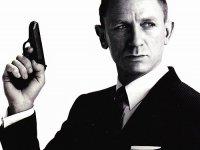 James Bond maakt met zijn rijgedrag weinig kans bij verzekeraars