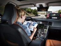 Zelfrijdende auto leidt tot minder claims autoverzekering door minder ongelukken