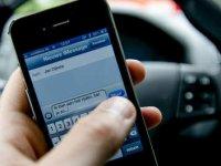 Verzekeraar blokkeert afleidende functies tijdens het rijden